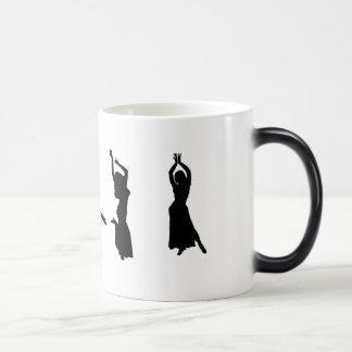 Silhouettes des danseuses du ventre tasse à café