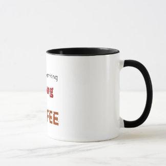 Single und trinkender starker Kaffee Tasse