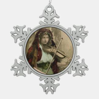Sinti und Roma-Frau und Violine Schneeflocken Zinn-Ornament
