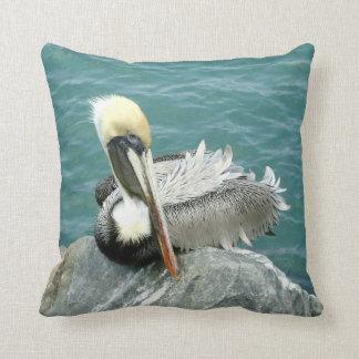 Sitzender Pelikan Kissen