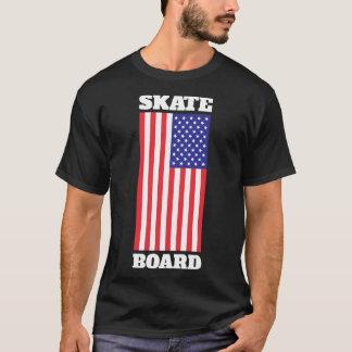 Skateboard mit USA-Flagge T-Shirt