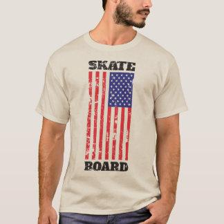 Skateboard mit USA-Flaggen-Schmutz T-Shirt