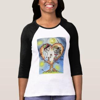 Skelette im spanischen Shirt der Liebe-Frauen