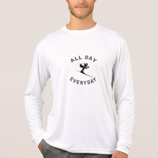Ski fahren den ganzen Tag tägliches R T-Shirt