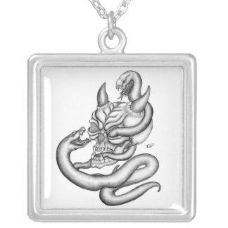 Skull - Teufelschädel mit Schlangen Versilberte Kette