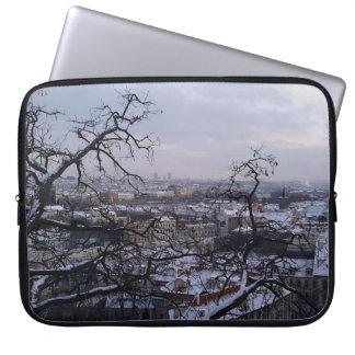 Skyline der Laptop-Hülse Snowy Prag Laptopschutzhülle