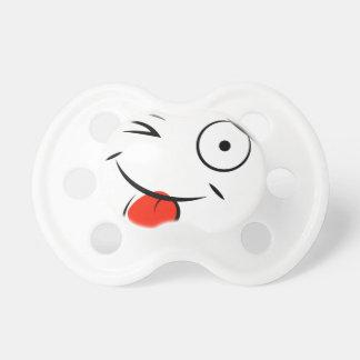 Smiley, der heraus Zunge haftet. Himbeergesicht Baby Schnuller