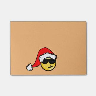 Smiley jaune frais avec le chapeau de Père Noël Note Autocollante