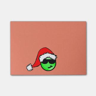 Smiley vert frais avec le chapeau de Père Noël Note Autocollante