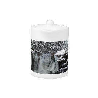 Snowy-Winter-Wasserfall