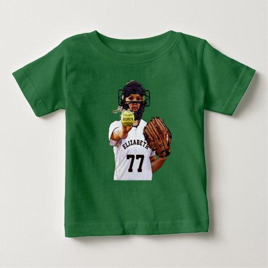 Softball-Spieler-Fänger mit Ihrem Namen und Zahl Baby T-shirt