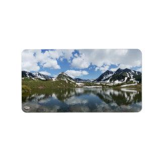 Sommerlandschaft: Reflexion der Berge im See Adressetiketten