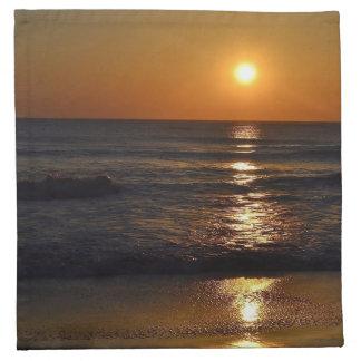 Sonnenaufgang am Strand durch Shirley Taylor Stoffserviette