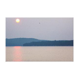 Sonnenaufgang auf Elk See, Michigan Gespannter Galeriedruck