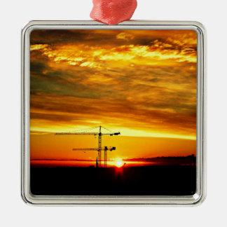 Sonnenaufgang, der Kräne silhouettiert Silbernes Ornament