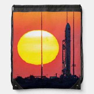 Sonnenaufgang-Produkteinführung der NASAs Antares Turnbeutel