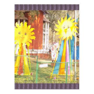 SONNENBLUME-Dekorationen an Surajkund Festival Postkarte