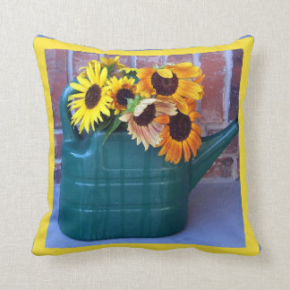 Sonnenblumen in einer Gießkanne Kissen