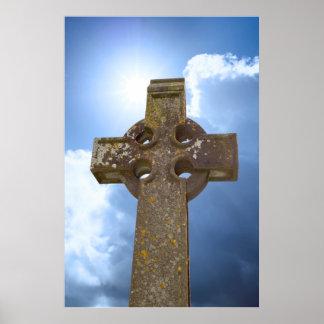 Sonnenschein über keltischem Kreuz am alten Poster