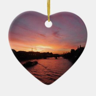 Sonnenuntergang auf dem Fluss die Seine Keramik Herz-Ornament