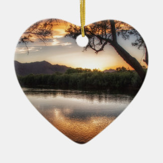 Sonnenuntergang auf dem Fluss Keramik Herz-Ornament