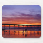 Sonnenuntergang-Brücke auf dem Strand Mousepad