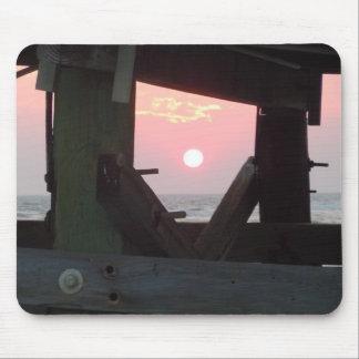 Sonnenuntergang durch den Pier - Eichen-Insel, NC Mauspads