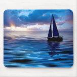 Sonnenuntergang-Segelboot-Segeln im Ozean Mousepad