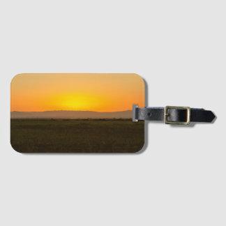 Sonnenuntergang über gepäckanhänger