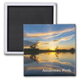 Sonnenuntergang und Reflexion im Amazonas Quadratischer Magnet