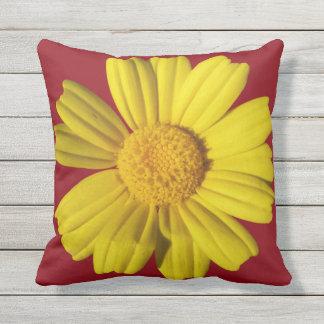 Sonnige gelbe Kamille Kissen Für Draußen
