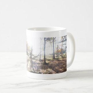 Sonnige hölzerne panoramische LandschaftsTasse Kaffeetasse