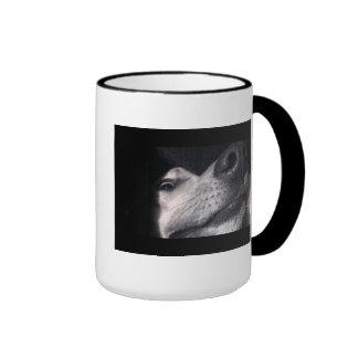 Spähen des Hundes Teetasse