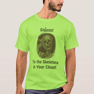 Spaß-Toast Slainte! Zu den Skeletten in Ihrem T-Shirt