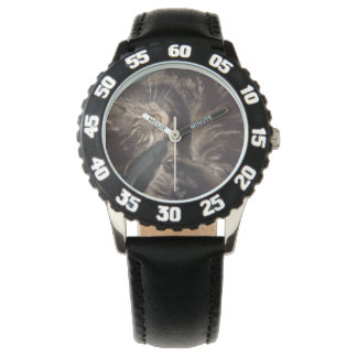 Spielerische Dave-Einfassung mit schwarzer Uhr