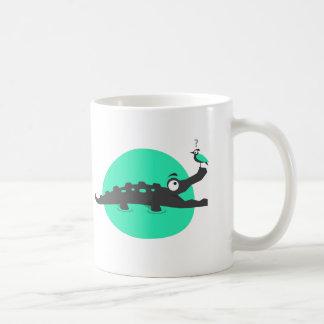 Spielerisches Krokodil und Vogel Kaffeetasse