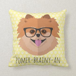 Spitz-Hund in den Nerd-Gläsern | POMER-BRAINY-AN Kissen