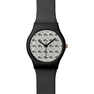 Spitze-Schmetterlings-und Diamant-Muster Uhr