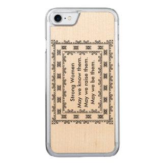SpitzeDoily mit Text betreffend starke Frauen Carved iPhone 7 Hülle
