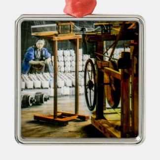Spulen der Seide in der Fabrik altes Japan Vintag Silbernes Ornament