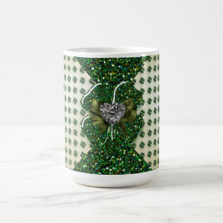 St Patrick funkelnd Kleeblatt mit Herzen Kaffeetasse