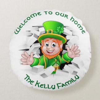 St Patrick 'personalisierter Kobold unser Zuhause Rundes Kissen