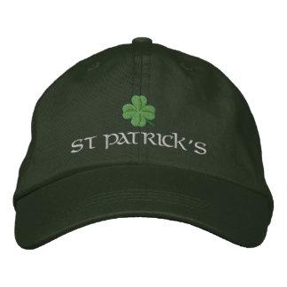 St Patrick Tag mit glücklichem Klee Bestickte Kappe