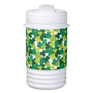 St Patrick TagesKleeblatt-Muster Igloo Getränke Kühlhalter