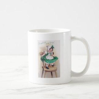 St Patrick Tagesmädchen auf dem Stuhl Vintag Kaffeetasse