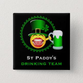 St Patrick Tagestrinkender Team-quadratischer Quadratischer Button 5,1 Cm