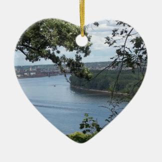 Stadt von Dubuque, Iowa auf dem Fluss Mississipi Keramik Herz-Ornament