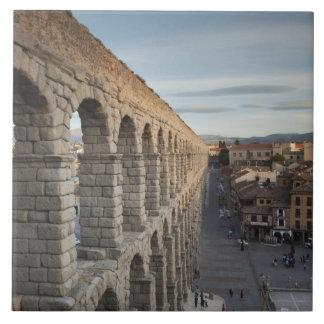Stadtansicht über Piazza Azoguejo u. EL Acueducto Keramikfliese