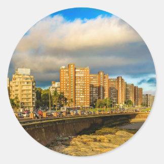 Städtische Küstenszene, Montevideo, Uruguay Runder Aufkleber