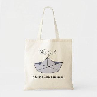 Stand mit Flüchtlings-Gekritzel-Papier-Boot mit Tragetasche